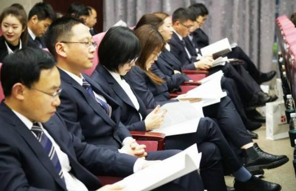 集团2019年工作总结暨先进表彰大会胜利召开1_meitu_19.jpg